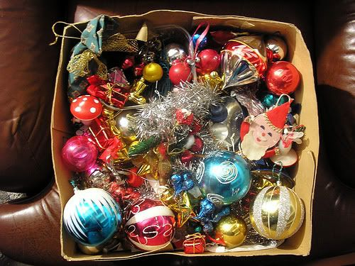 Decorating-for-Christmas-Using-What-You-Already-Have-Inside-Your-Home-1257