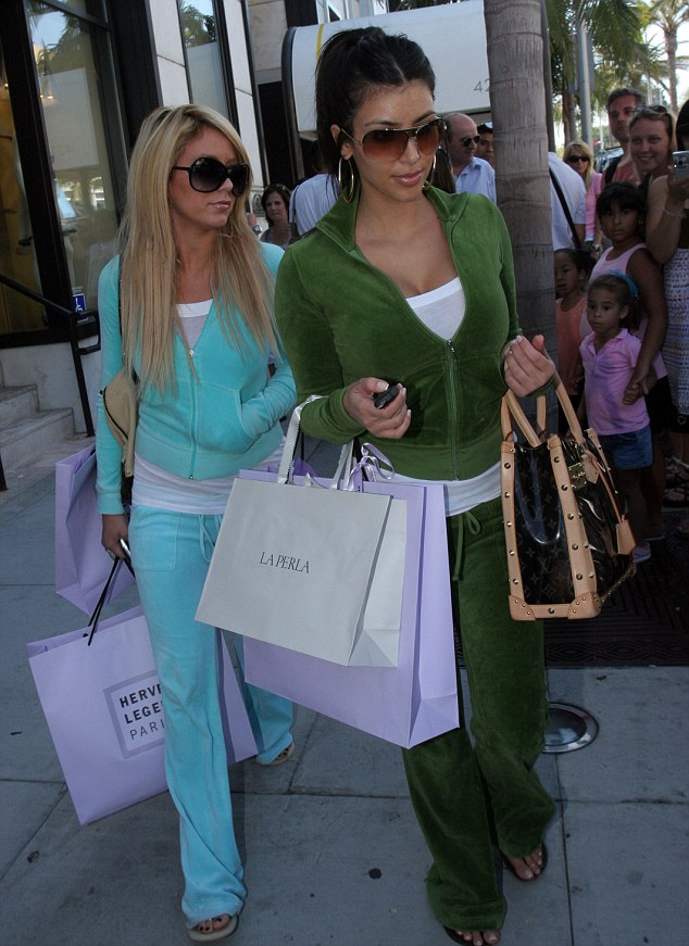 KIM KARDASHIAN GOES SHOPPING ON RODEO DRIVE